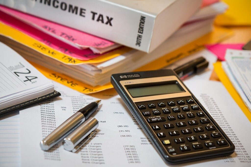 Table with files about how to file an income tax return